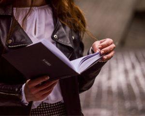 Met de app Blinkist lees je een boek in een kwartier.