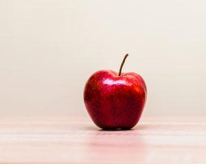 Wees de rode appel in de schaal vol gele appels met betrekking tot je sollicitatiemail.