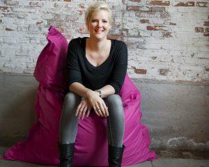 Karen Span is de girlboss van haar eigen bedrijf ZINNIGS en ze schreef onlangs haar eigen boek Motel Migraine.