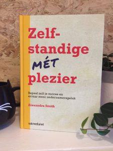 Het onlangs gepubliceerde boek Zelfstandige mét plezier van Alexandra Smith.