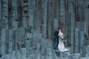 Girlboss Renate fotografeert een bruidspaar in IJsland