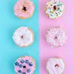 4 zoete donuts in vrolijke kleuren