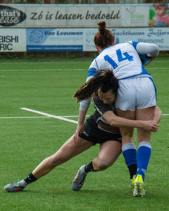 Sarah speelt rugby