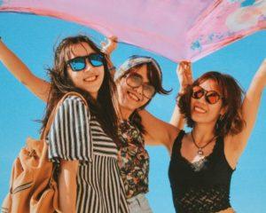 3 vriendinnen die hun vriendschap koesteren