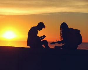 Twee totaal verschillende mensen vinden elkaar in een platenzaak in New York. Hoe zal dit liefdesverhaal in De zon is ook ster aflopen?