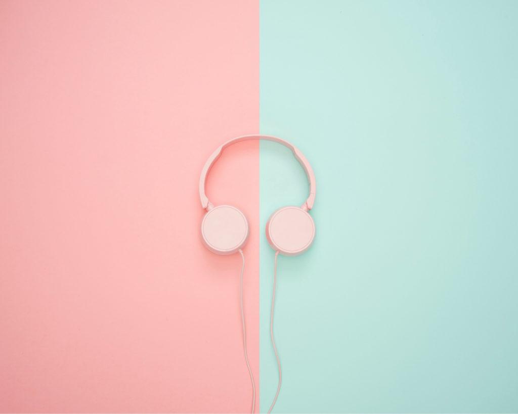Headphone voor het beluisteren van een podcast