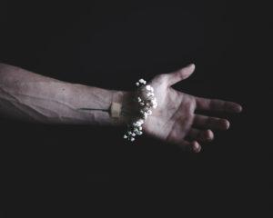 Recensie: Harnas van Hansaplast – Charlotte Mutsaers