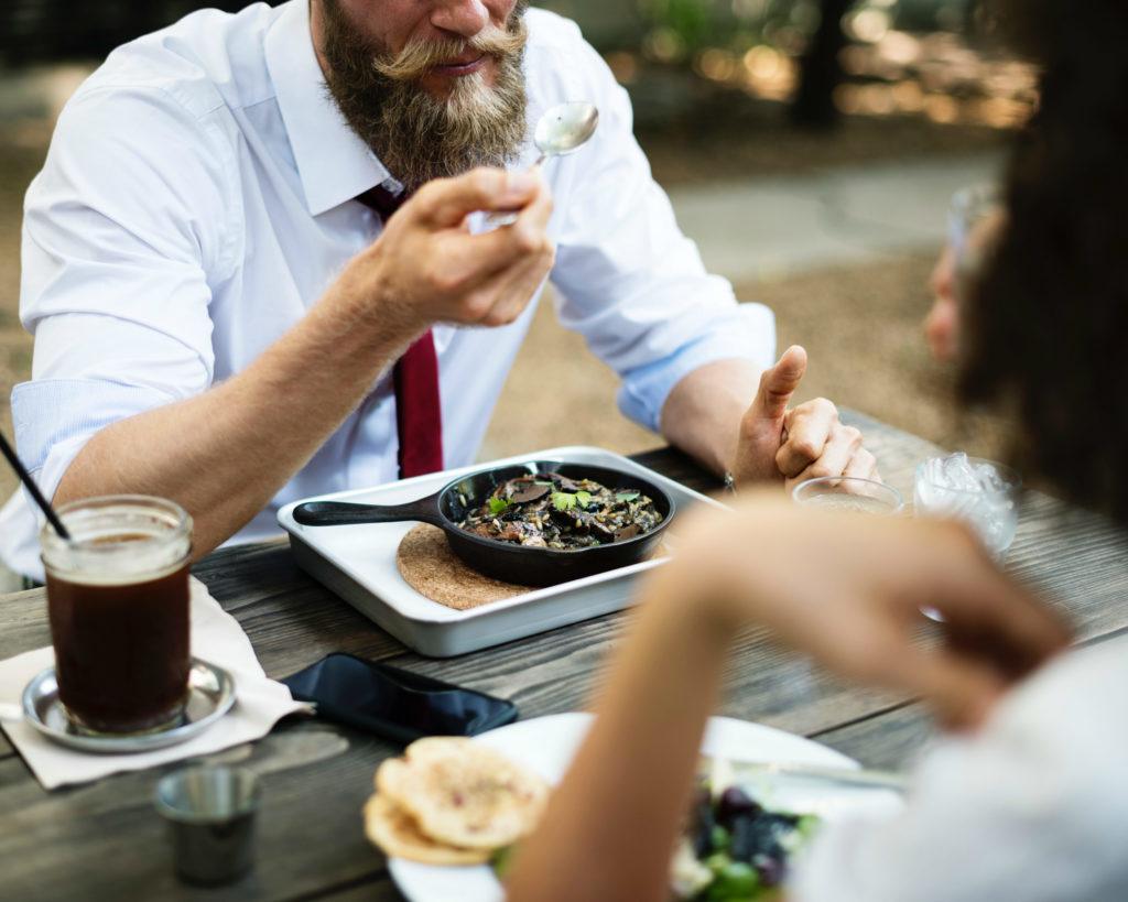 Waarom je elke dag zou moeten lunchen met je collega's